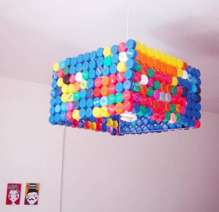 lampara-reciclada-con-tapones